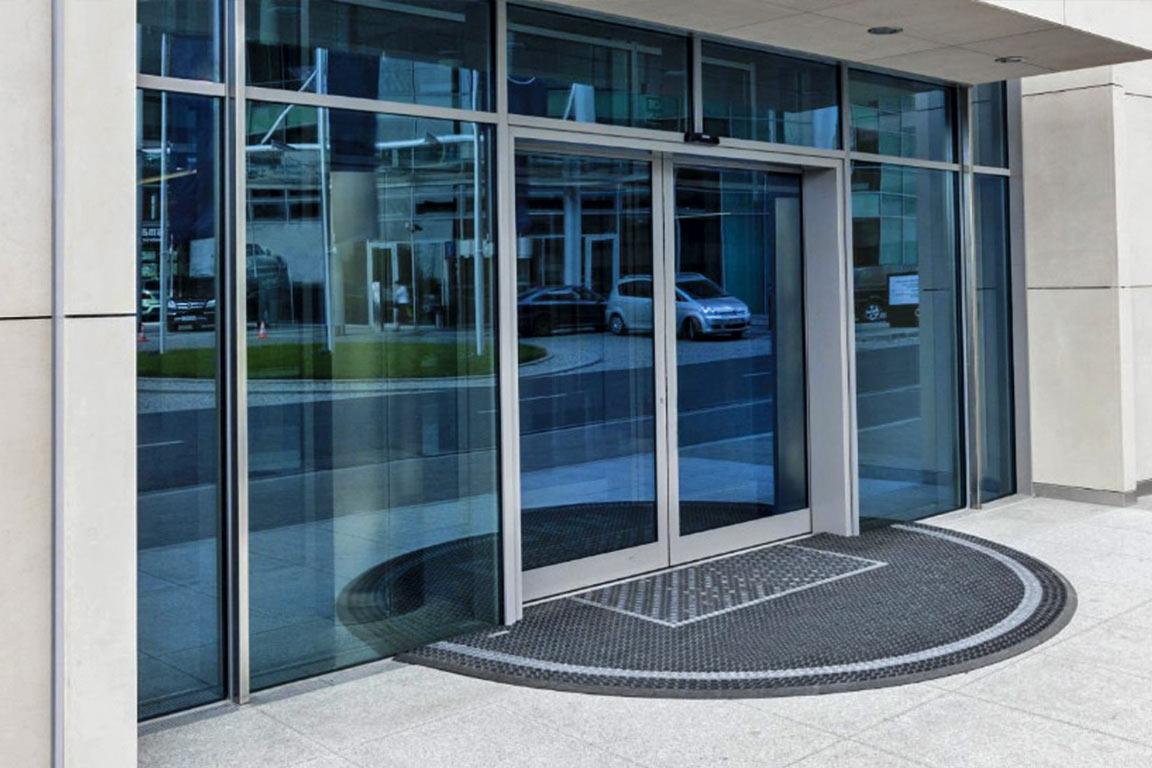 puerta-cristal-automatismos-y-puertas-arrieros